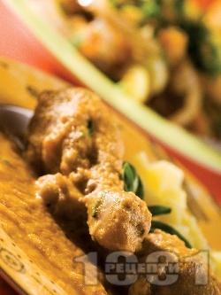 Пилешки бутчета със зеленчуков сос, картофи, моркови, доматено пюре, сметана и бяло вино, печени на фурна - снимка на рецептата